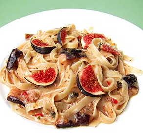 Creamy tagliatelli with figs, lemon and rosemary