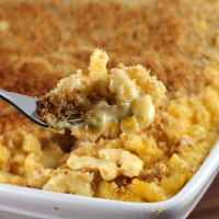 Best mac 'n cheese with crisp, garlic breadcrumb topping. (to die for)